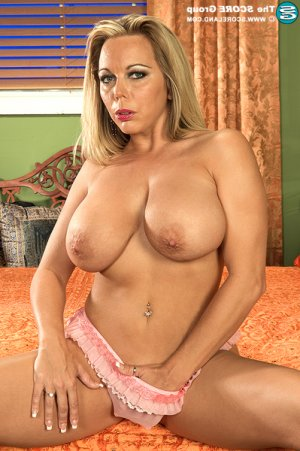 Oxana indian escorts Lindsay, CA